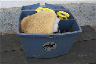 Pomůcky k čištění koní