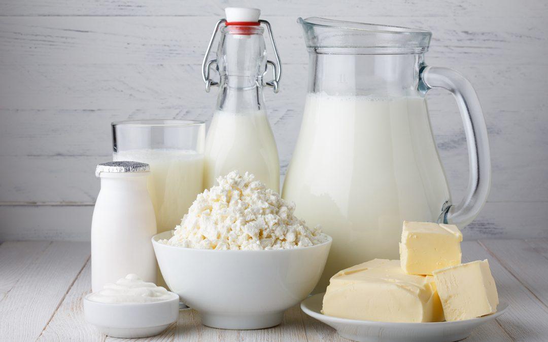 Výkupní cena mléka stále klesá, stoupá cena másla
