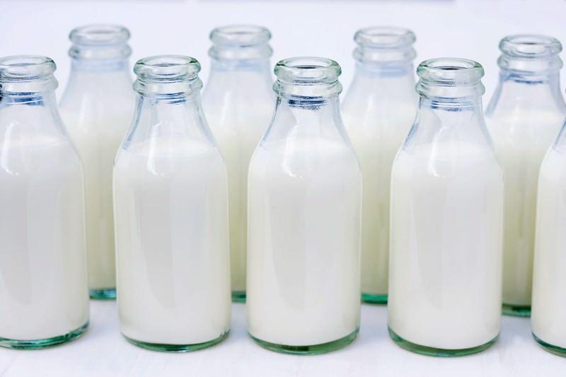 Blýská se na lepší časy? Výkupní cena mléka pomalu stoupá