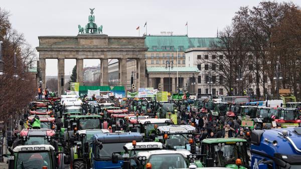 Nespokojení němečtí zemědělci zablokovali centrum Berlína