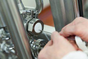 Produkce mléka: Až 40 % celkové kontaminace pochází z farmy!