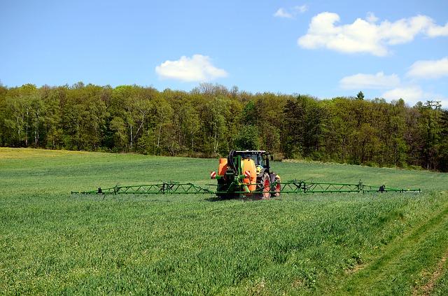 Evropská komise chce omezit pesticidy i hnojiva a posílit organickou produkci