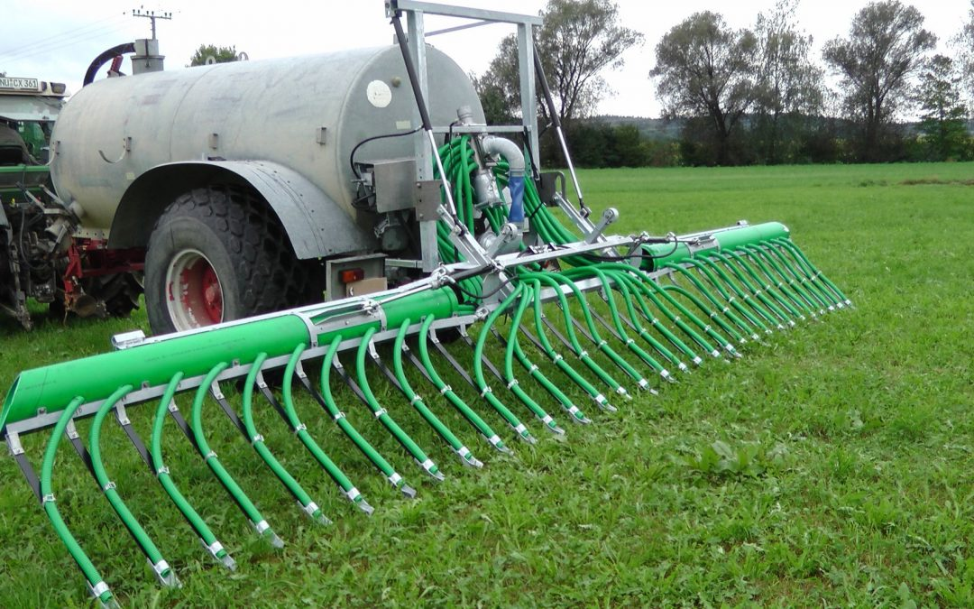 Rozmetadlo MÖSCHA s odlehčenou plastovou konstrukcí snižuje spotřebu hnojiva i paliva