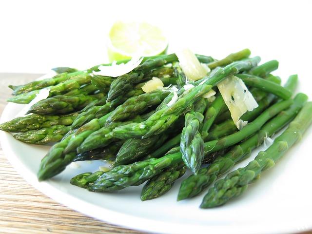 Zelináři: Cenu zeleniny v obchodech zvyšují řetězce i vysoká DPH